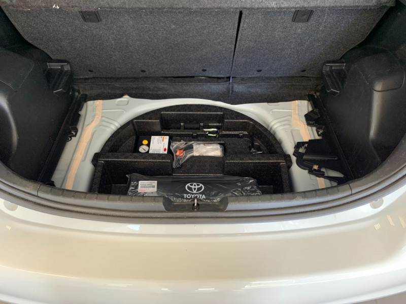 Photo 19 de l'offre de TOYOTA YARIS HSD 100H DYNAMIC 5P à 10480€ chez Greencar France
