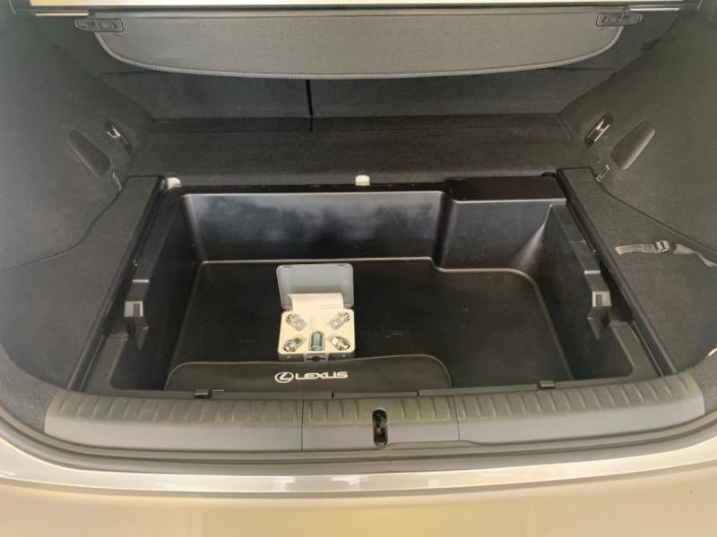 Photo 16 de l'offre de LEXUS CT 200H PREMIUM EDITION à 17790€ chez Greencar France