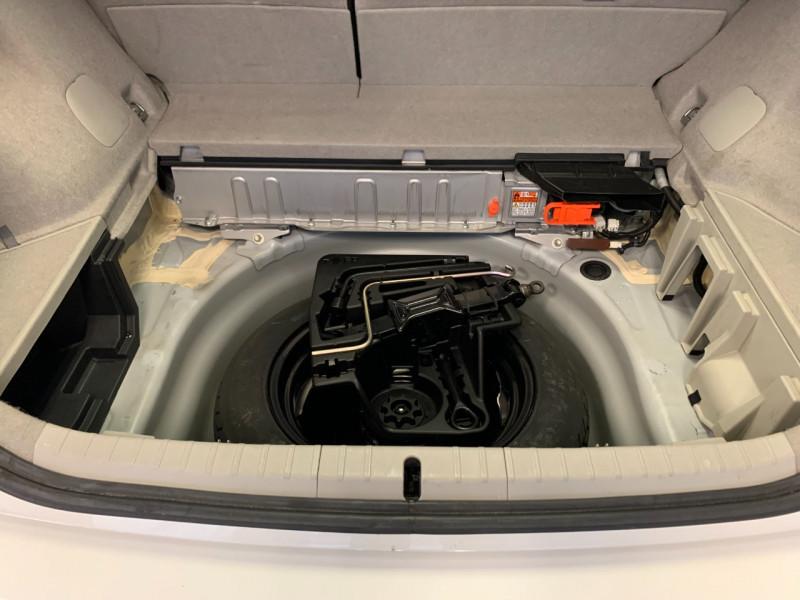 Photo 14 de l'offre de TOYOTA PRIUS 136H DYNAMIC 17 à 11980€ chez Greencar France
