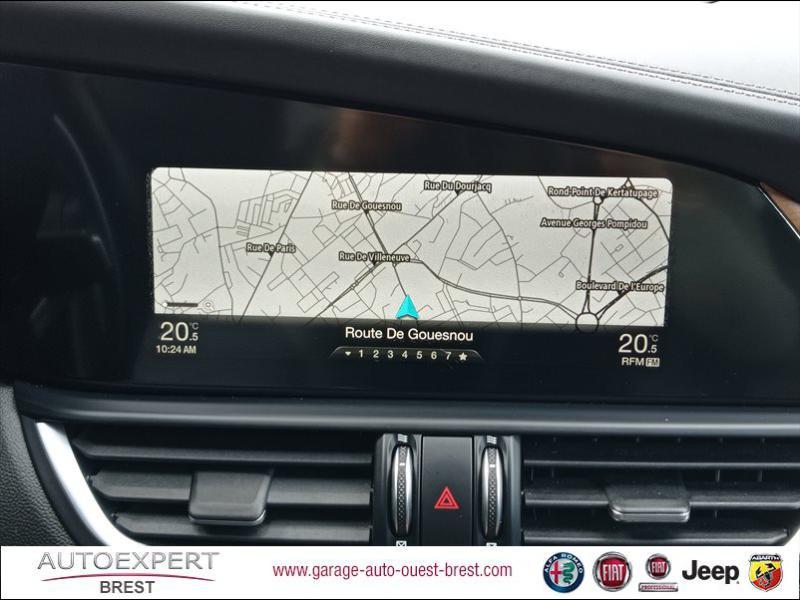 Photo 11 de l'offre de ALFA ROMEO Giulia 2.2 JTD 180ch Lusso AT8 à 25990€ chez Garage Auto de l'Ouest - Brest