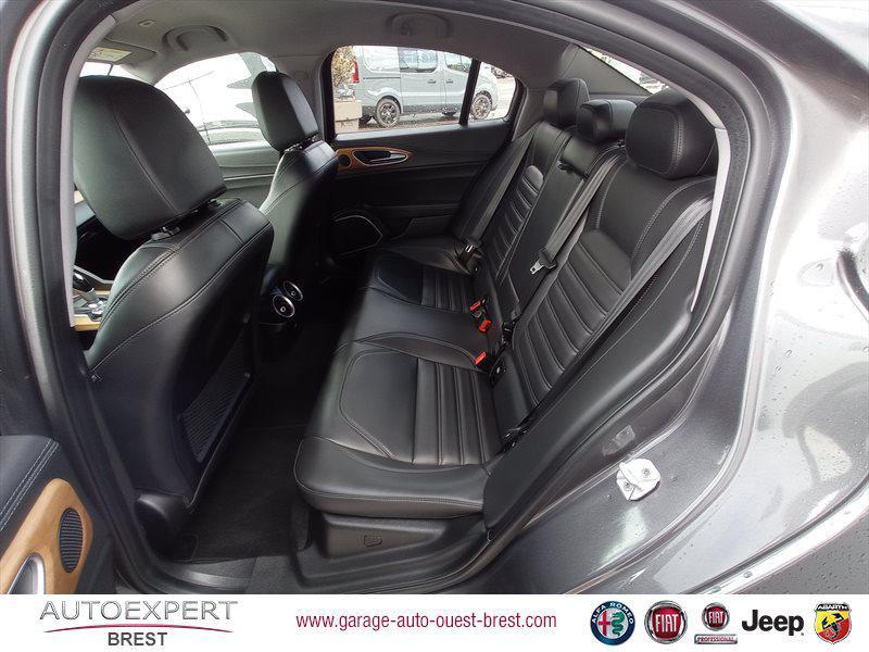 Photo 16 de l'offre de ALFA ROMEO Giulia 2.2 JTD 180ch Lusso AT8 à 25990€ chez Garage Auto de l'Ouest - Brest