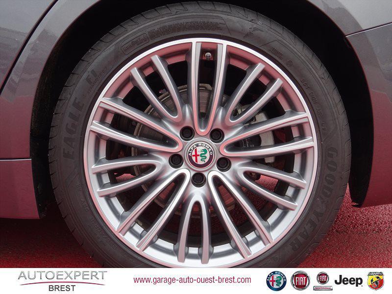 Photo 19 de l'offre de ALFA ROMEO Giulia 2.2 JTD 180ch Lusso AT8 à 25990€ chez Garage Auto de l'Ouest - Brest
