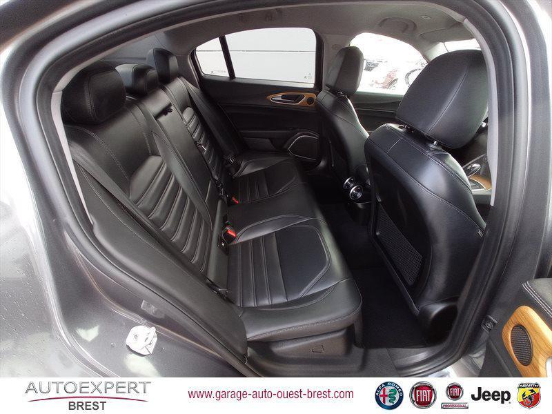 Photo 17 de l'offre de ALFA ROMEO Giulia 2.2 JTD 180ch Lusso AT8 à 25990€ chez Garage Auto de l'Ouest - Brest