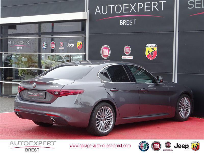 Photo 4 de l'offre de ALFA ROMEO Giulia 2.2 JTD 180ch Lusso AT8 à 25990€ chez Garage Auto de l'Ouest - Brest