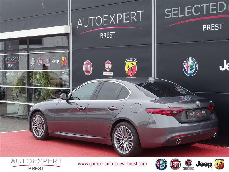 Photo 3 de l'offre de ALFA ROMEO Giulia 2.2 JTD 180ch Lusso AT8 à 25990€ chez Garage Auto de l'Ouest - Brest