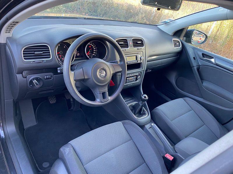 Photo 3 de l'offre de VOLKSWAGEN Golf 5 portes 1.6 TDI 105 Confortline Fap à 7490€ chez AA automobiles