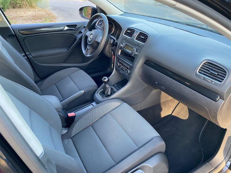 Photo 4 de l'offre de VOLKSWAGEN Golf 5 portes 1.6 TDI 105 Confortline Fap à 7490€ chez AA automobiles