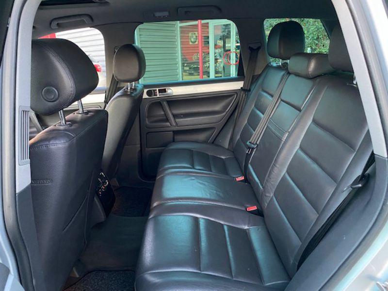 Photo 5 de l'offre de VOLKSWAGEN Touareg 3.0 V6 TDI Carat Tiptronic Fap à 7990€ chez AA automobiles