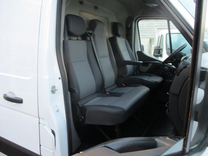 Photo 8 de l'offre de RENAULT MASTER III FG F3300 L2H2 2.3 DCI 110CH GRAND CONFORT EURO6 à 21900€ chez Deal pro automobiles
