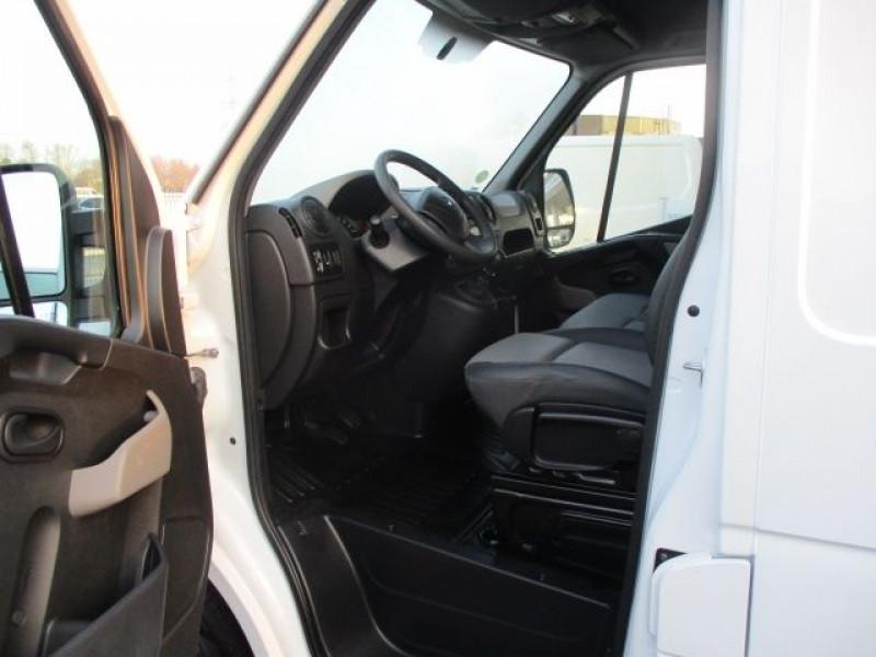 Photo 2 de l'offre de RENAULT MASTER III FG F3300 L2H2 2.3 DCI 110CH GRAND CONFORT EURO6 à 21900€ chez Deal pro automobiles