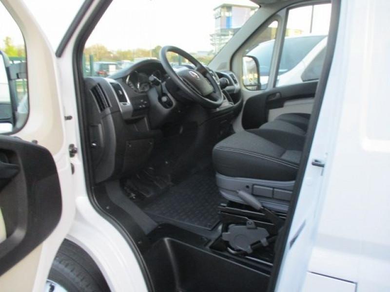 Photo 2 de l'offre de FIAT DUCATO CCB 3.5 L 2.3 MULTIJET 130CH PACK PRO NAV à 31800€ chez Deal pro automobiles