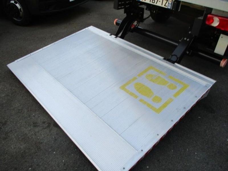 Photo 7 de l'offre de FIAT DUCATO CCB 3.5 L 2.3 MULTIJET 130CH PACK PRO NAV à 31800€ chez Deal pro automobiles