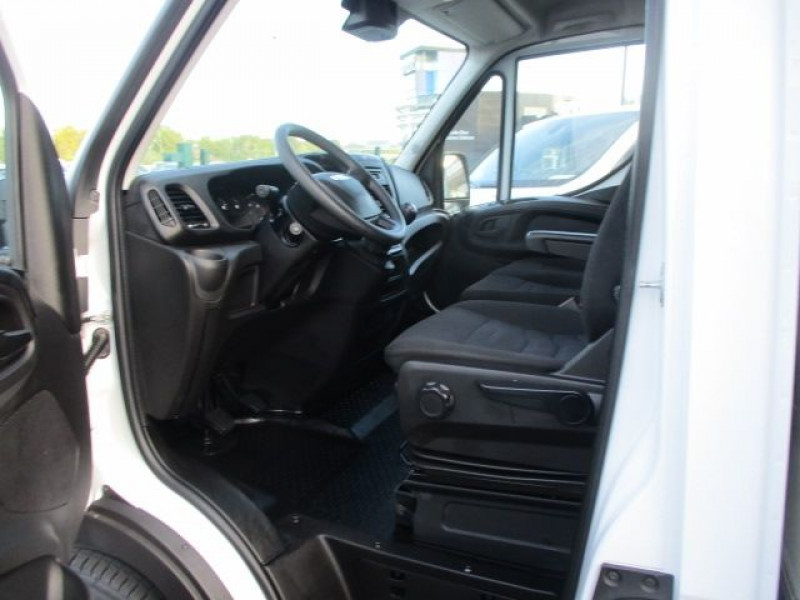 Photo 2 de l'offre de IVECO DAILY CCB 35C16 CAISSE 20 M3+HAYON à 36900€ chez Deal pro automobiles