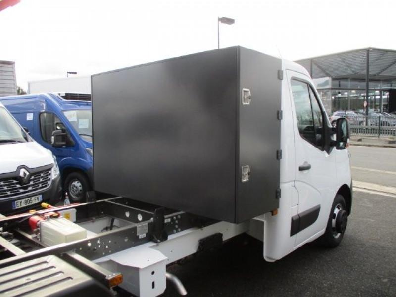 Photo 3 de l'offre de RENAULT MASTER III BENNE R3500RJ L3 2.3 DCI 145CH ENERGY +COFFRE CONFORT EUROVI à 37900€ chez Deal pro automobiles