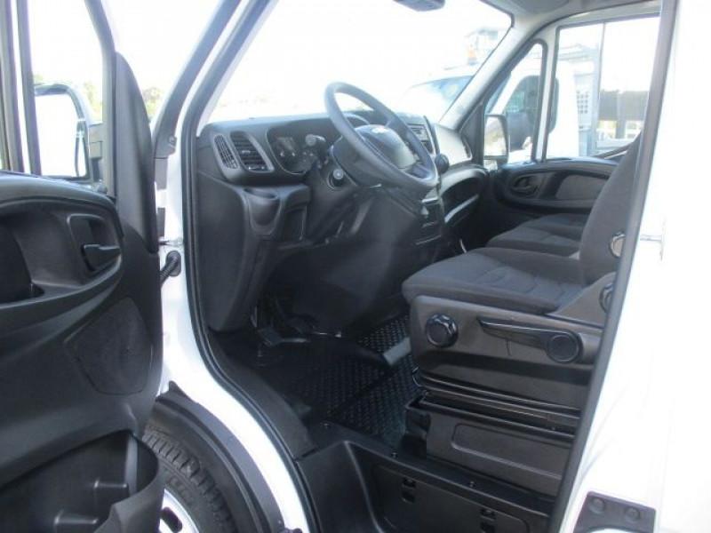 Photo 2 de l'offre de IVECO DAILY CCB 35C16 CAISSE 20M3+HAYON à 36900€ chez Deal pro automobiles