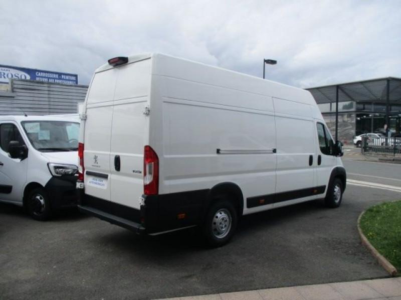 Photo 4 de l'offre de PEUGEOT BOXER FG 435 L4H3 2.2 BLUEHDI S&S 140CH ASPHALT à 37900€ chez Deal pro automobiles