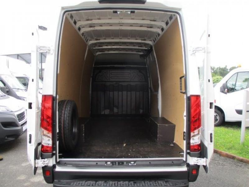 Photo 3 de l'offre de IVECO DAILY FG 35S14 V12 à 28900€ chez Deal pro automobiles