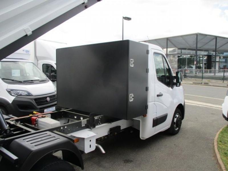 Photo 6 de l'offre de RENAULT MASTER III BENNE R3500RJ L3 2.3 DCI 145CH ENERGY +COFFRE CONFORT EUROVI à 38900€ chez Deal pro automobiles