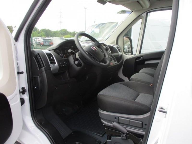 Photo 2 de l'offre de FIAT DUCATO FG 3.3 MH2 2.3 MULTIJET 120CH PRO LOUNGE à 31800€ chez Deal pro automobiles