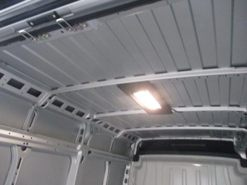 Photo 7 de l'offre de FIAT DUCATO FG 3.3 MH2 2.3 MULTIJET 140CH PRO LOUNGE à 33900€ chez Deal pro automobiles