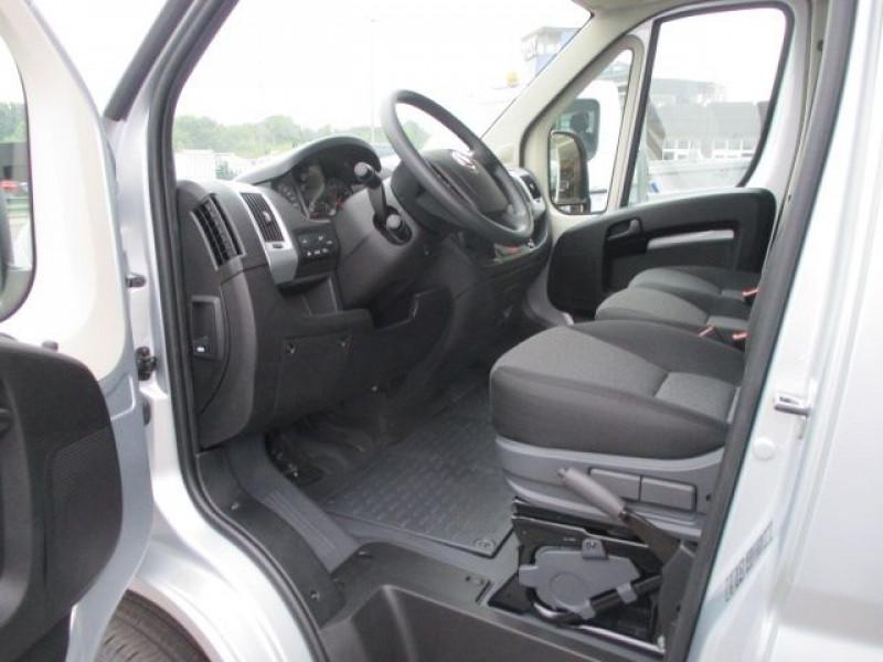 Photo 2 de l'offre de FIAT DUCATO FG 3.3 MH2 2.3 MULTIJET 140CH PRO LOUNGE à 33900€ chez Deal pro automobiles