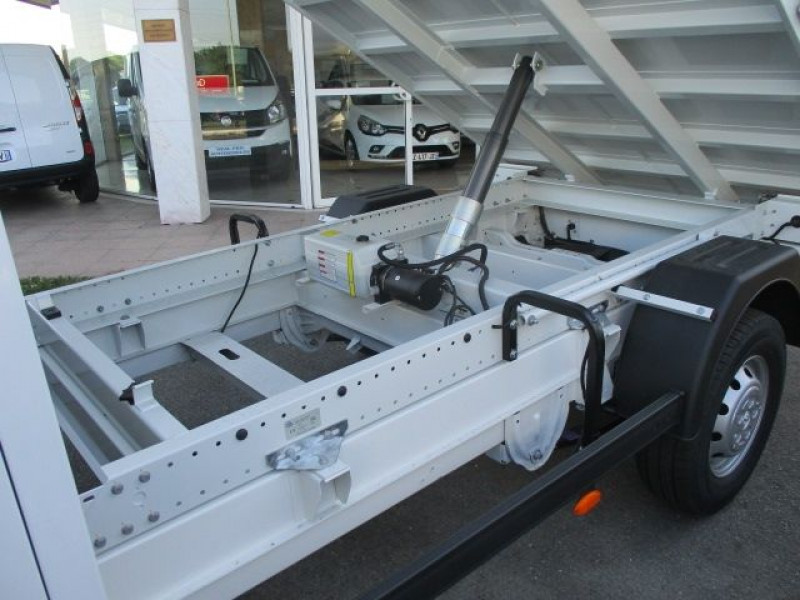 Photo 3 de l'offre de PEUGEOT BOXER BENNE 435 L3 2.2 BLUEHDI 165 S&S à 37900€ chez Deal pro automobiles