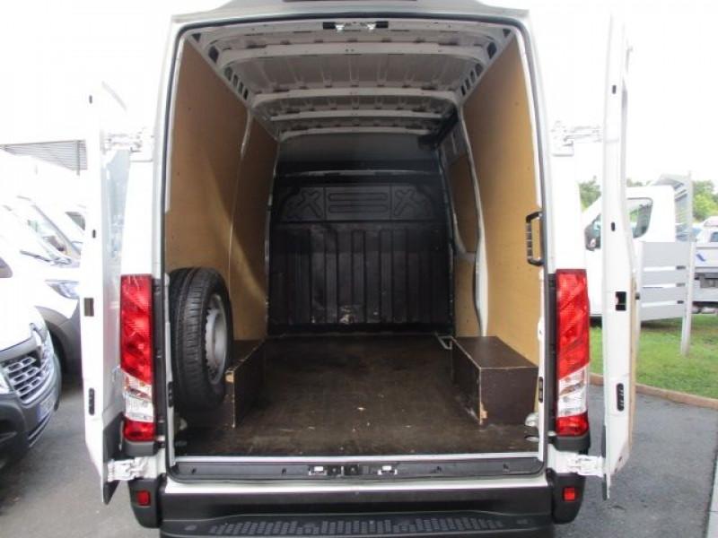 Photo 3 de l'offre de IVECO DAILY 35S14V11 à 22900€ chez Deal pro automobiles