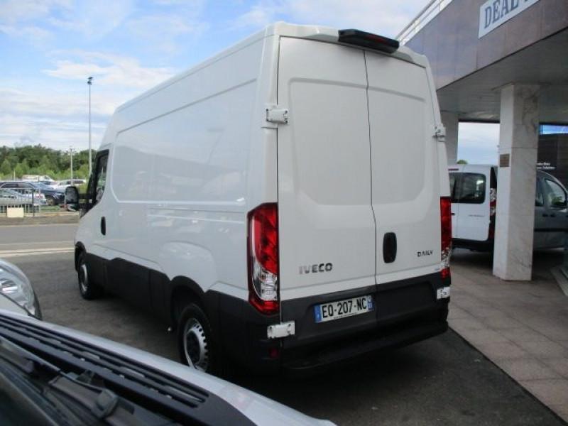 Photo 5 de l'offre de IVECO DAILY 35S14V11 à 22900€ chez Deal pro automobiles