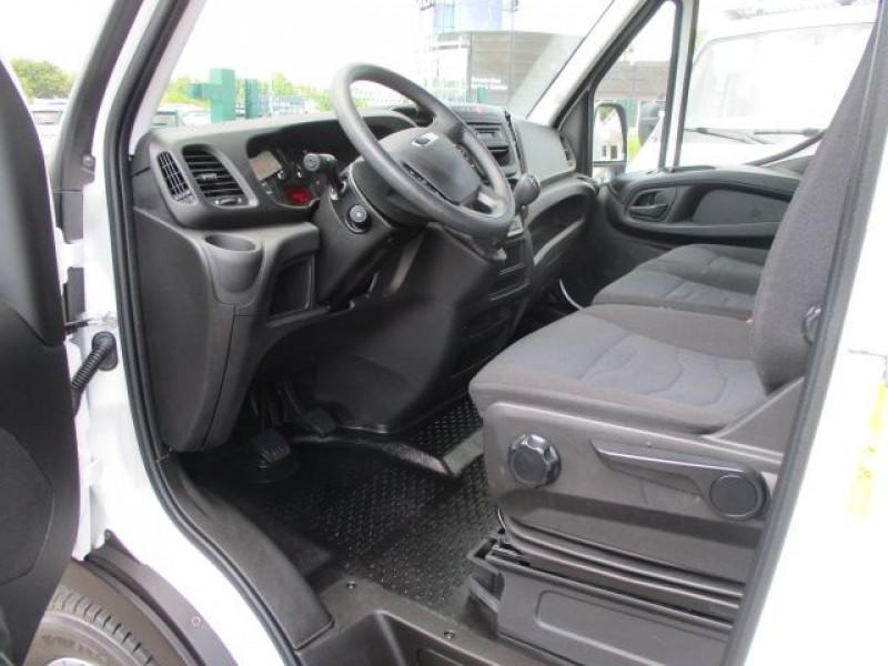 Photo 2 de l'offre de IVECO DAILY CCB 35C16 CAISSE 20 M3+HAYON à 37900€ chez Deal pro automobiles