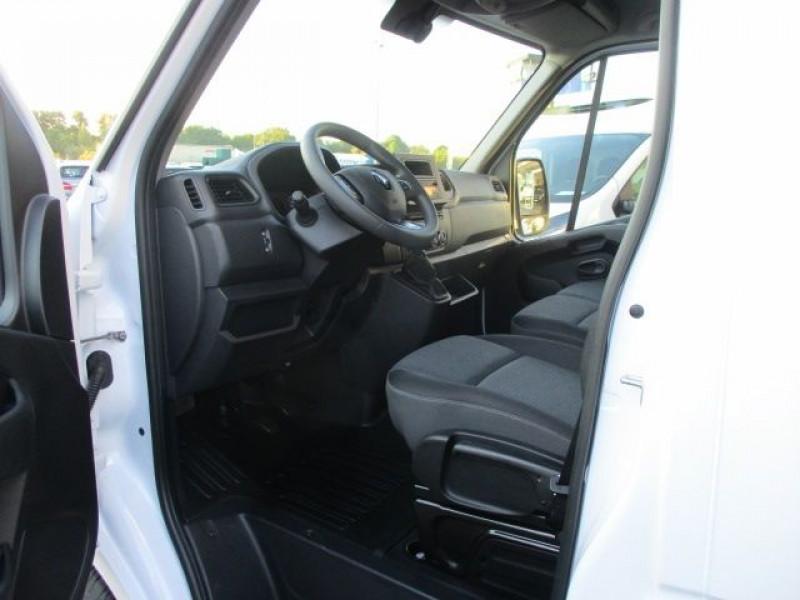 Photo 2 de l'offre de RENAULT MASTER III CCB R3500RJ L4 2.3 DCI 145CH ENERGY CONFORT EUROVI à 42900€ chez Deal pro automobiles