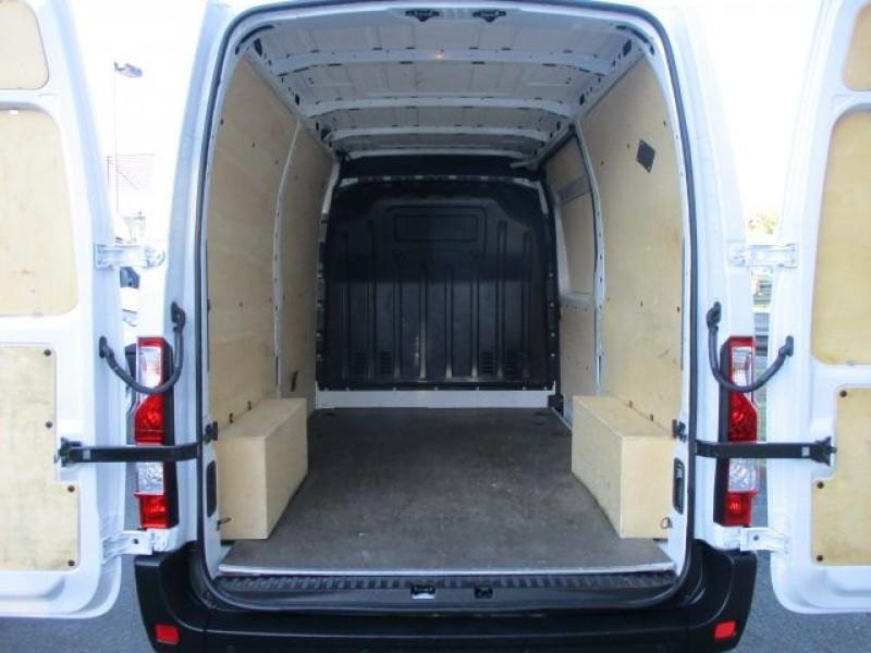 Photo 3 de l'offre de RENAULT MASTER III FG F3500 L2H2 2.3 DCI 130CH CONFORT EURO6 à 22900€ chez Deal pro automobiles