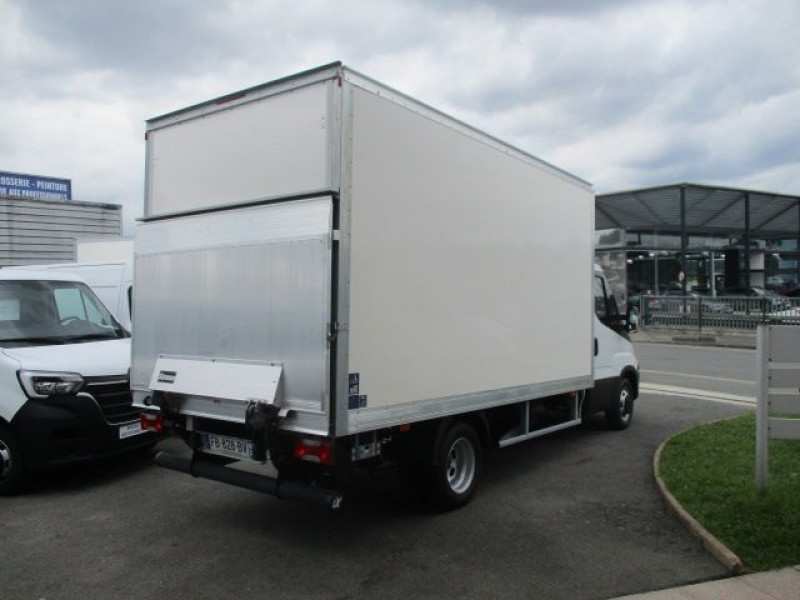 Photo 4 de l'offre de IVECO DAILY CCB 35C16 CAISSE 20M3+HAYON à 36900€ chez Deal pro automobiles
