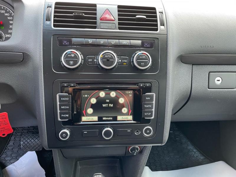 Photo 11 de l'offre de VOLKSWAGEN TOURAN 2.0 TDI 140CH BLUEMOTION TECHNOLOGY FAP CONFORTLINE DSG6 à 10290€ chez Jeammet automobiles