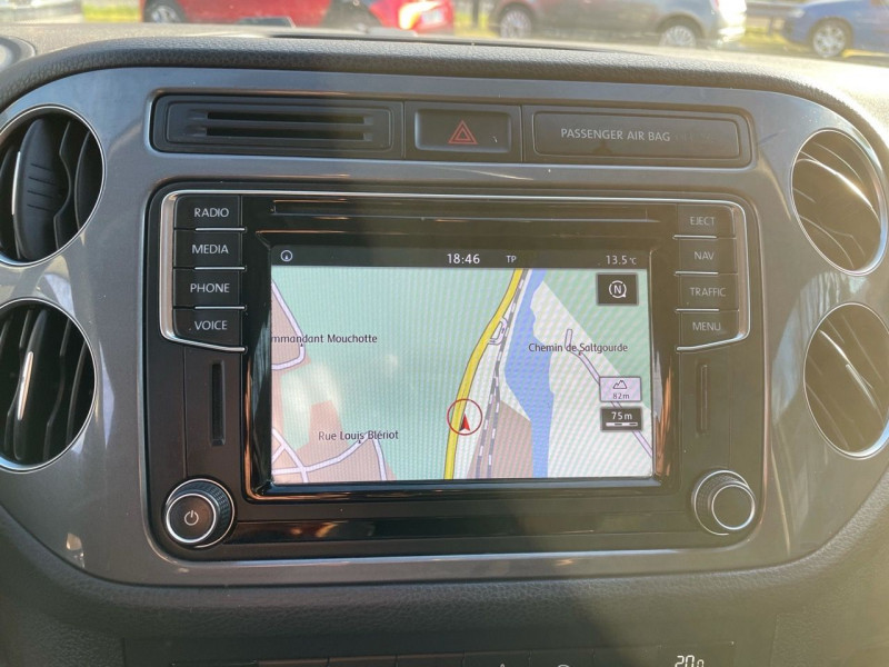Photo 8 de l'offre de VOLKSWAGEN TIGUAN 2.0 TDI 150CH BLUEMOTION TECHNOLOGY FAP SPORTLINE BUSINESS à 15490€ chez Jeammet automobiles