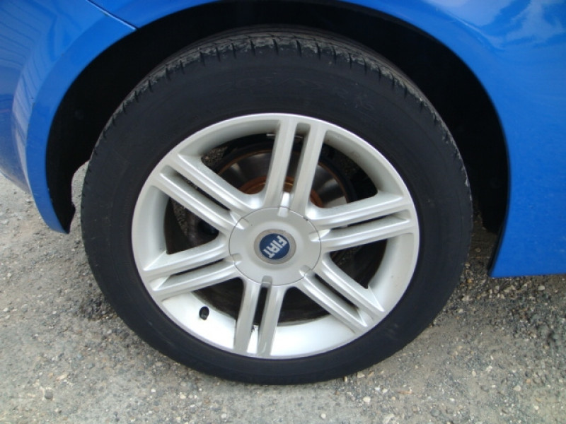 Photo 11 de l'offre de FIAT STILO 1.9 MULTIJET 8V 120CH SKYWINDOW 3P à 3490€ chez Jeammet automobiles
