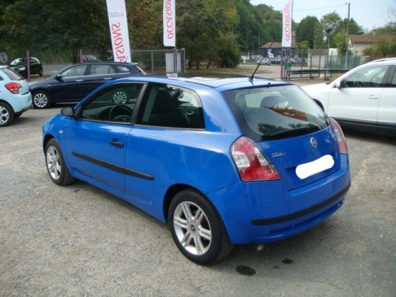 Photo 4 de l'offre de FIAT STILO 1.9 MULTIJET 8V 120CH SKYWINDOW 3P à 3490€ chez Jeammet automobiles