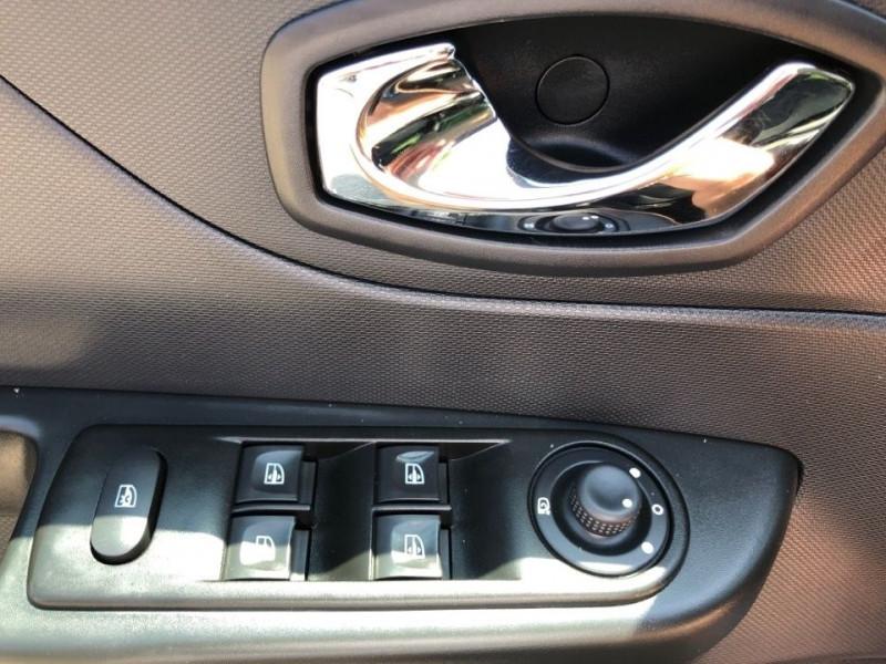 Photo 14 de l'offre de RENAULT CAPTUR 1.5 DCI 90CH STOP&START ENERGY BUSINESS ECO² à 8990€ chez Jeammet automobiles