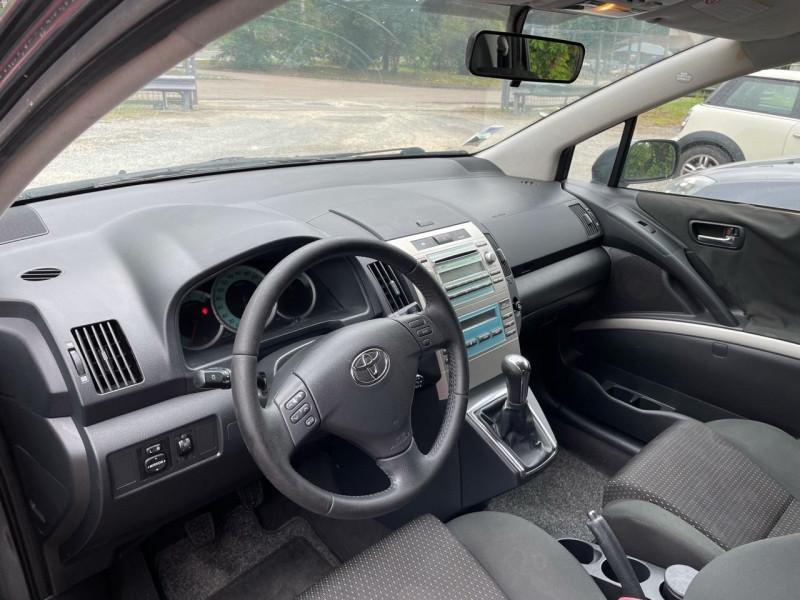 Photo 5 de l'offre de TOYOTA COROLLA VERSO 136 D-4D LUNA 7 PLACES à 6490€ chez Jeammet automobiles