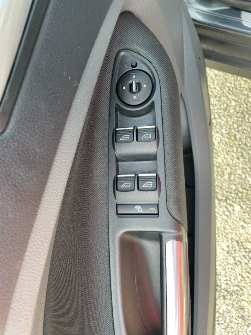 Photo 11 de l'offre de FORD C-MAX 1.0 SCTI 125CH ECOBOOST STOP&START TITANIUM à 8490€ chez Jeammet automobiles