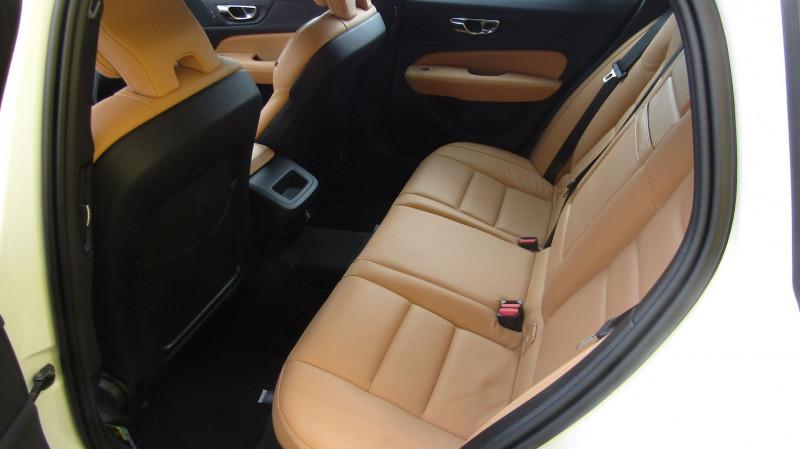 Photo 4 de l'offre de VOLVO V60 D4 190CH ADBLUE MOMENTUM GEARTRONIC à 35880€ chez Garage Deletre