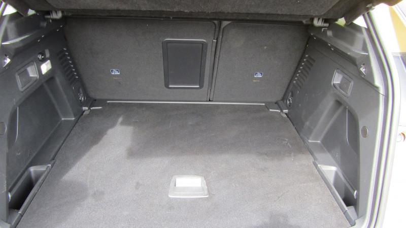 Photo 6 de l'offre de PEUGEOT 3008 1.5 BLUEHDI 130CH S&S ALLURE à 27490€ chez Garage Deletre