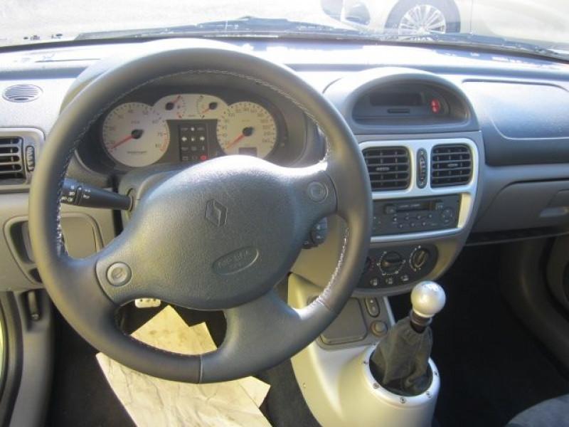 Photo 2 de l'offre de RENAULT CLIO II 3.0 V6 230CH RS 3P à 40490€ chez Garage Deletre
