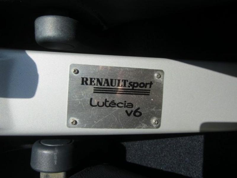 Photo 5 de l'offre de RENAULT CLIO II 3.0 V6 230CH RS 3P à 40490€ chez Garage Deletre