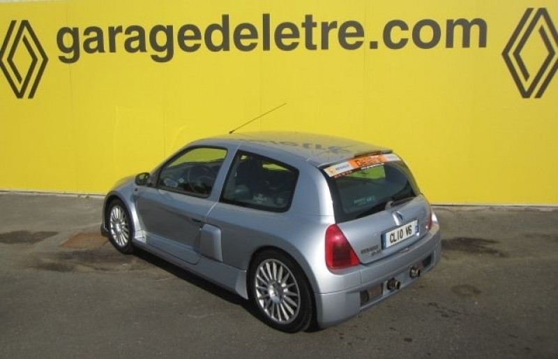 Photo 9 de l'offre de RENAULT CLIO II 3.0 V6 230CH RS 3P à 40490€ chez Garage Deletre