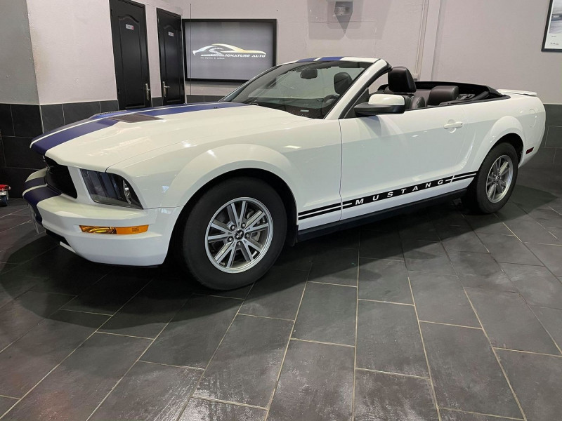 Ford MUSTANG CABRIOLET 4.0 V6 210 SOHC DELUXE Essence BLANC Occasion à vendre