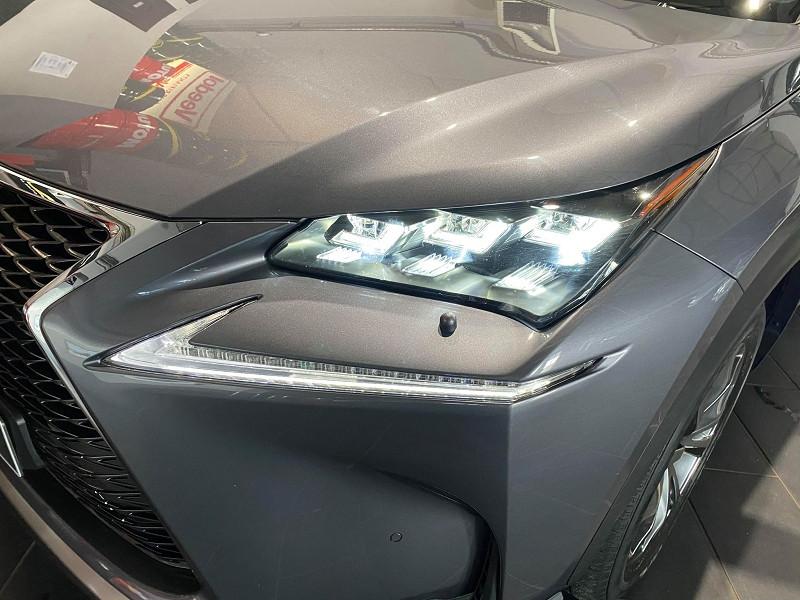 Photo 4 de l'offre de LEXUS NX 300H 4WD F SPORT à 30990€ chez Signature auto
