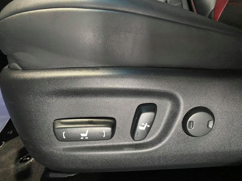 Photo 13 de l'offre de LEXUS NX 300H 4WD F SPORT à 30990€ chez Signature auto