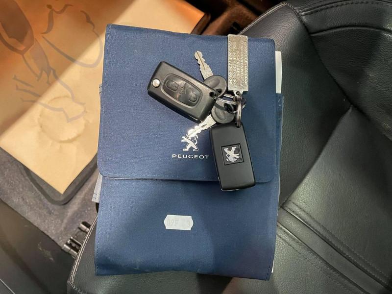 Photo 16 de l'offre de PEUGEOT 3008 1.6 THP 16V 165CH FELINE S&S EAT6 à 15990€ chez Signature auto
