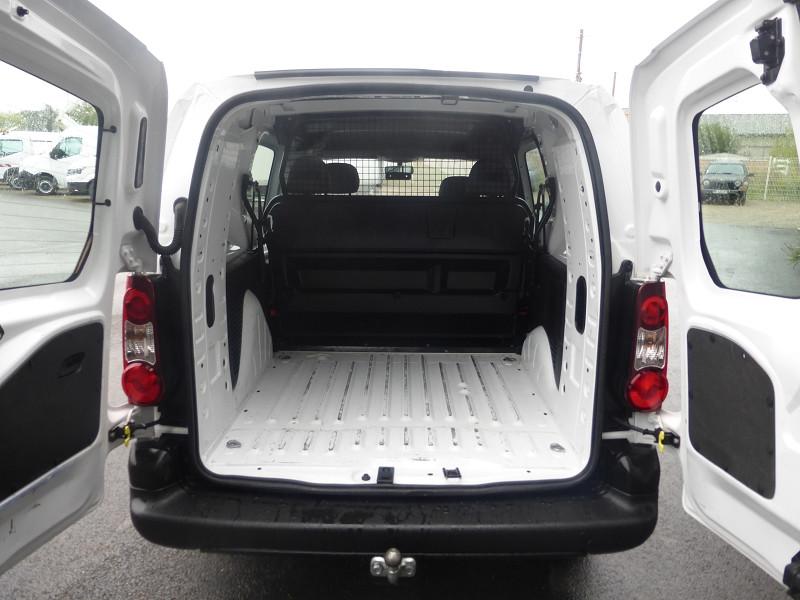 Photo 3 de l'offre de PEUGEOT PARTNER 121 L2 1.6 HDI 90 CABINE APPROFONDIE CONFORT à 11900€ chez Parc auto albigeois