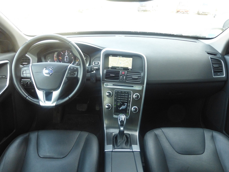 Photo 5 de l'offre de VOLVO XC60 D4 190CH MOMENTUM BUSINESS GEARTRONIC à 21990€ chez Parc auto albigeois